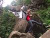 Tinka alber bei den Stevenson Falls herum